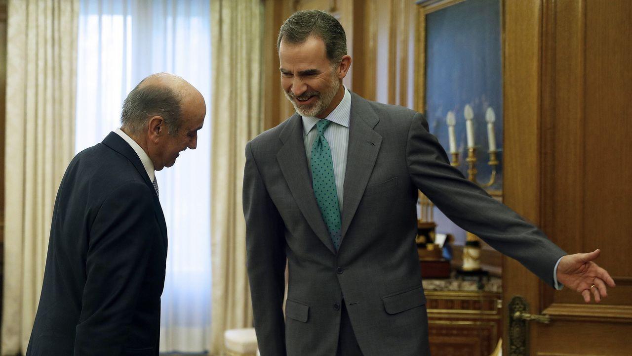 El primero en visitar al rey fue el diputado del Partido Regionalista Cántabro, José María Mazón