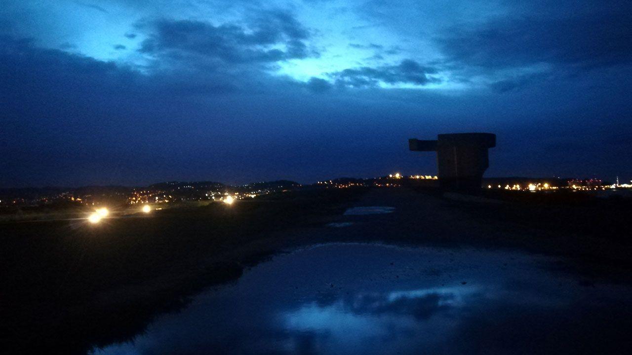Aspecto del entorno del 'Elogio del Horizonte' al anochecer