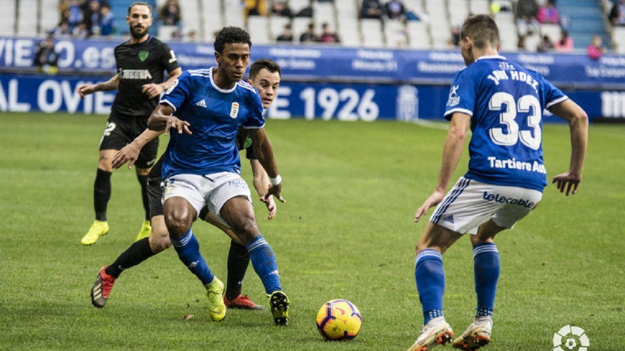 Gol Javi Cueto Izarra Vetusta.Javi Hernández y Bárcenas en el Real Oviedo-Málaga