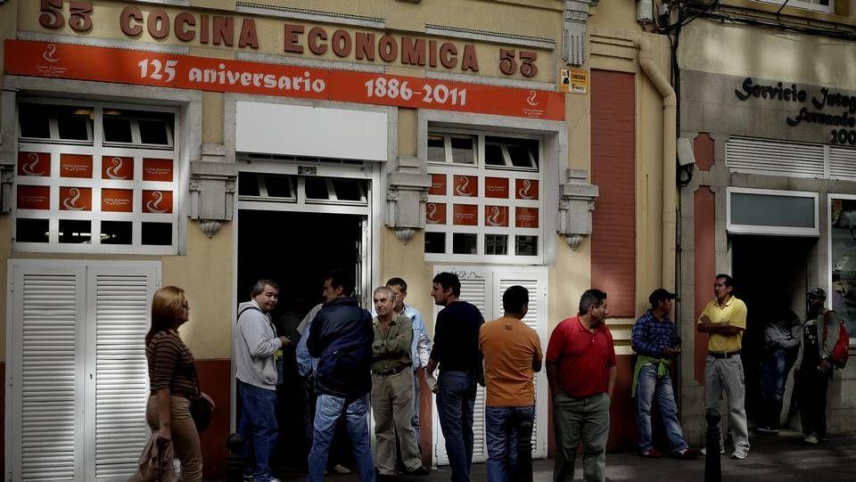 Colas en la cocina económica de A Coruña
