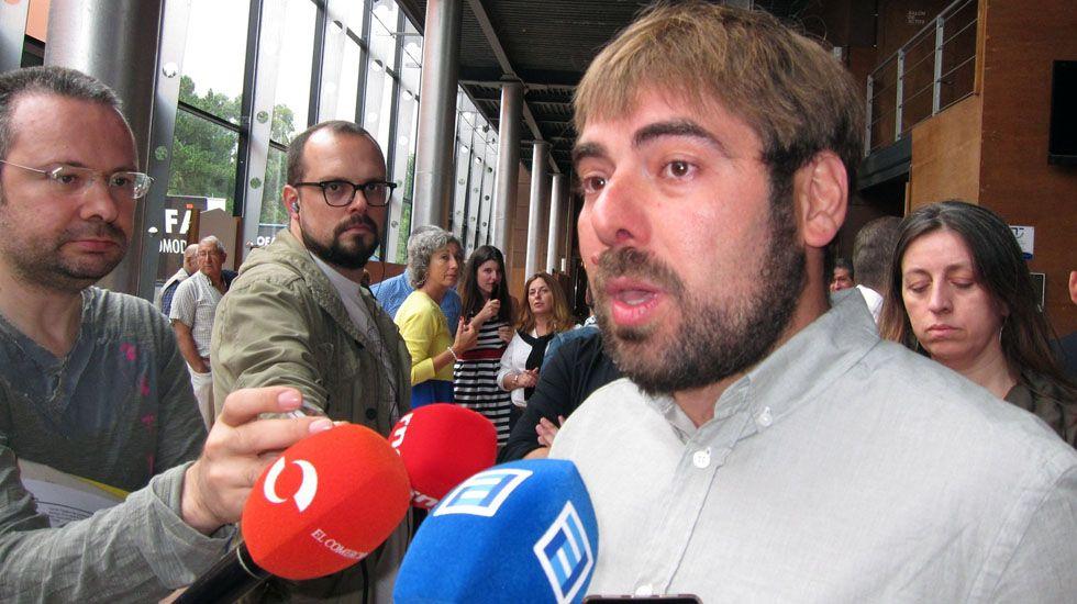 El secretario general de Podemos, Daniel Ripa, atiende a los medios en la Feria de Muestras de Gijón.El secretario general de Podemos, Daniel Ripa, atiende a los medios en la Feria de Muestras de Gijón
