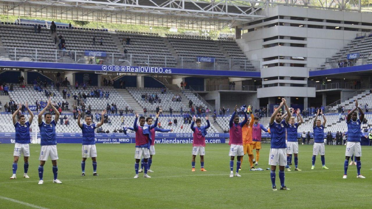 Joselu Requexon Real Oviedo.Los jugadores del Oviedo saludan a su afición