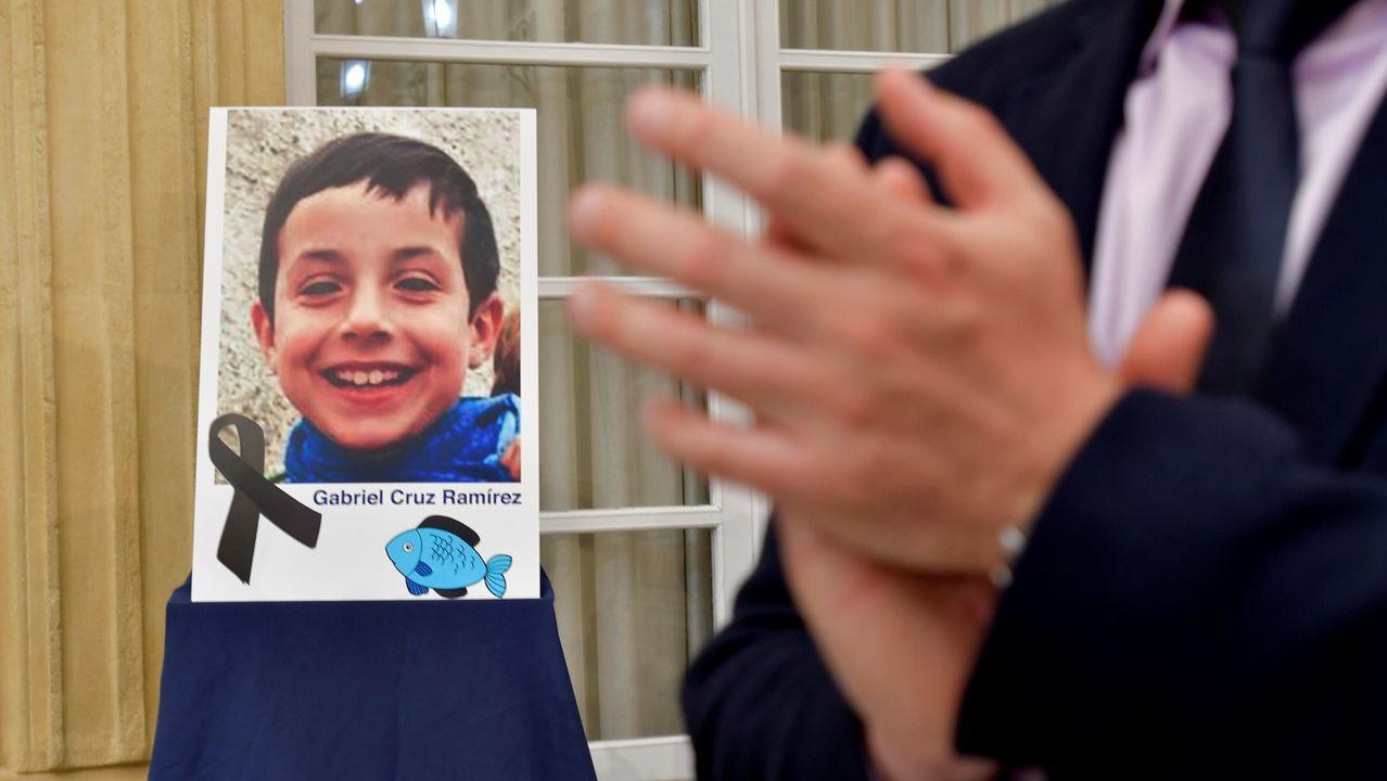 Intentan agredir a Ana Julia al salir de su casa con la Guardia Civil.Retrato de Gabriel Cruz colocado en la diputación de Almería