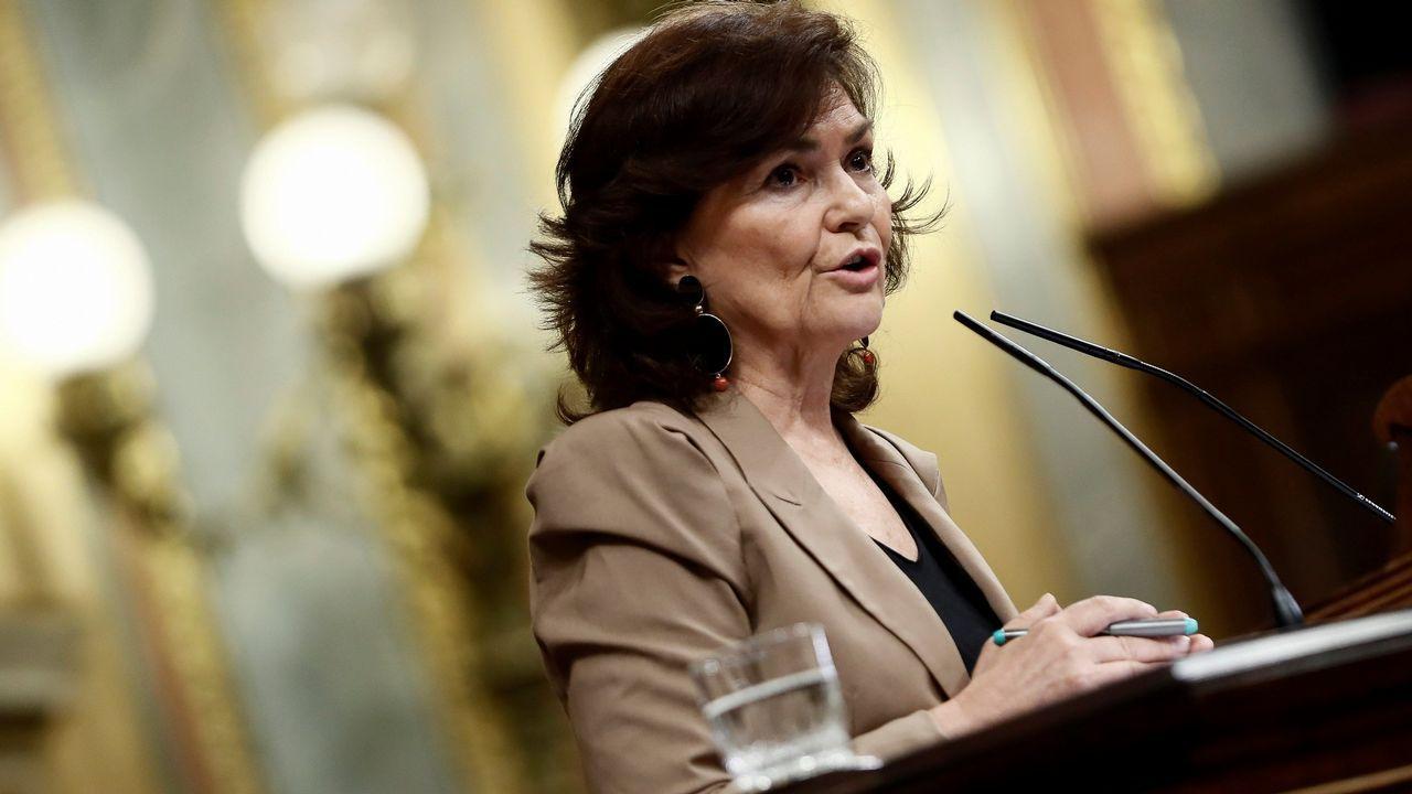 Gritos de dimisión en el Senado contra la ministra de Justicia.Colectivos de memoria histórica se concentraron ayer frente al Congreso