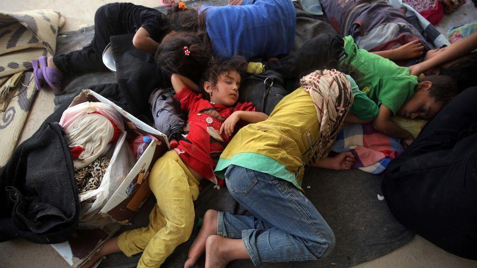 Omran, el niño que sobrevivió al bombardeo en Aleppo.Niños descansando en un campo de refugiados de Faluya