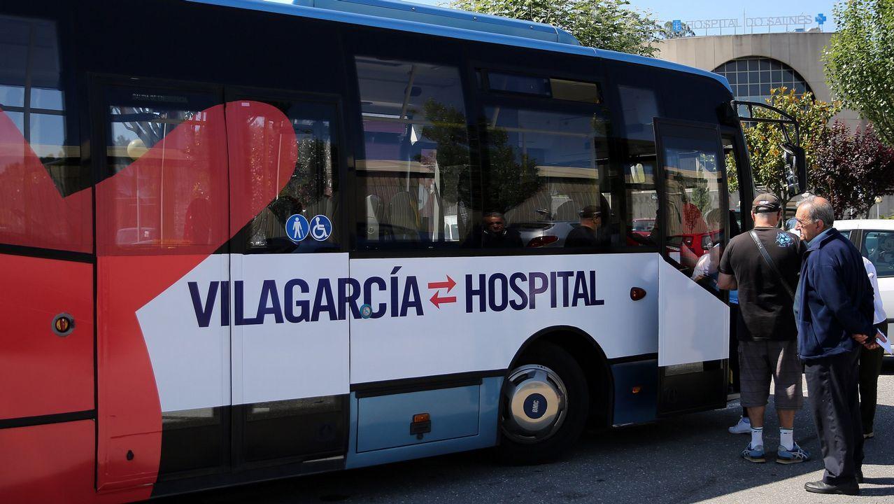 Multitudinaria andaina reivindicativa en contra de la supresión del área sanitaria de O Salnés .