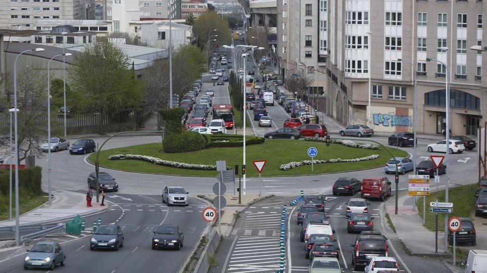 A CORUÑA. La conocida como rotnda del pavo real soporta intenso tráfico a horas punta.