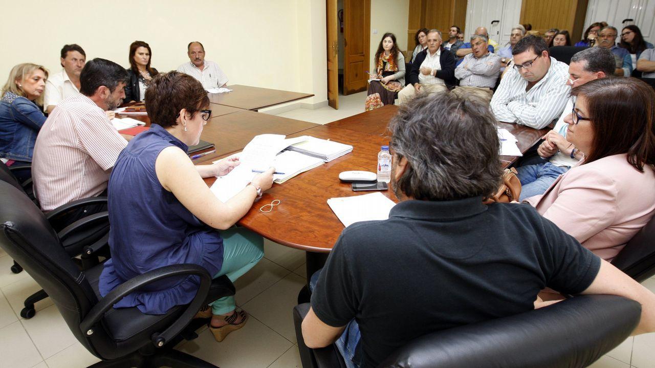 Pablo Iglesias en la lonja de A Coruña.Candidatos de Esperta Monforte, en la asamblea en la que fueron presentados