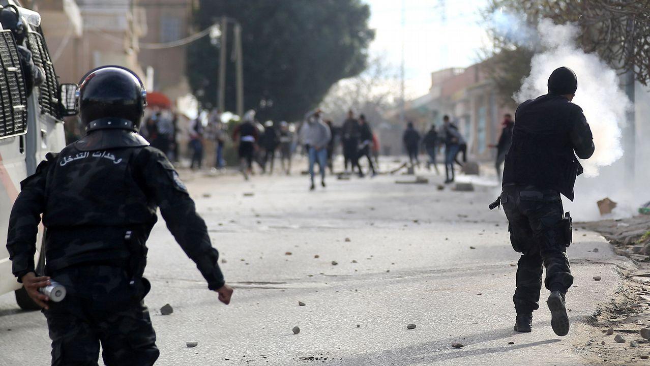 | EFE.Choques entre manifestantes y policías en Kaserine tras la inmolación de Zergui