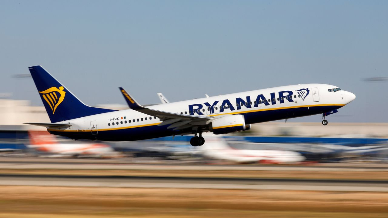 Avión de la aerolínea de bajo coste Ryanair