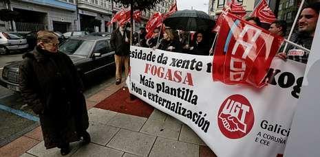 Los sindicatos se concentraron ante las sedes del Fogasa. En la imagen, la protesta coruñesa.
