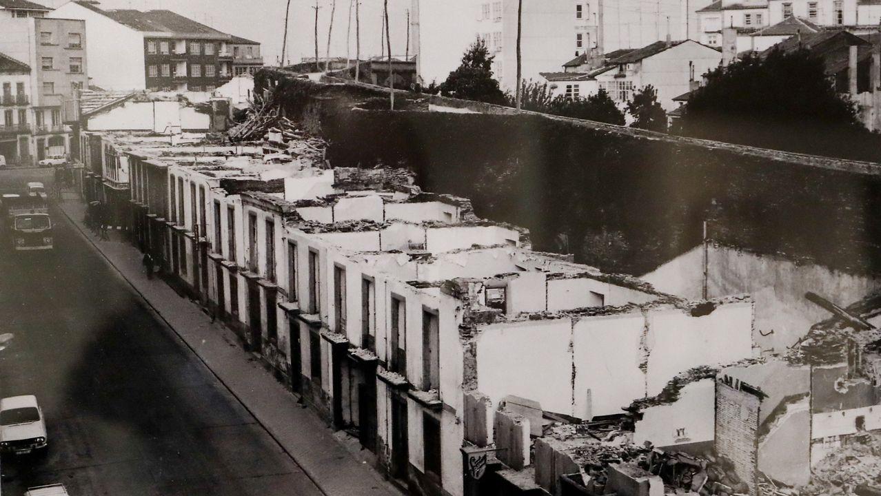 Las imágenes de la operación Muralla en 1972.Monumento a Alfonso IX en Baiona