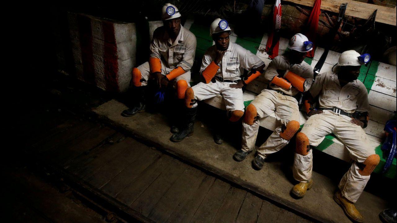 Imagen de archivo de unos mineros de la empresa Sibanye-Stillwater en Sudáfrica