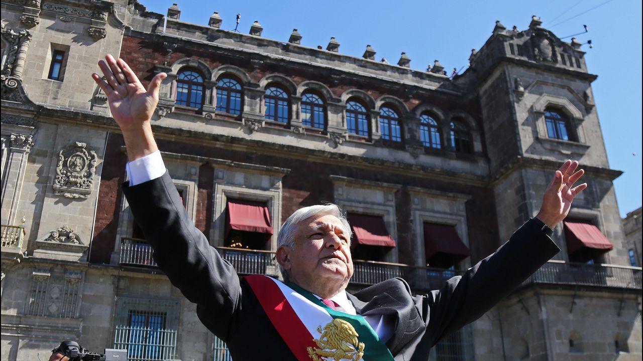 «Teño un paciente citado cada dous ou tres minutos».El nuevo presidente de México, a su llegada al Palacio Nacional para la recepción oficial