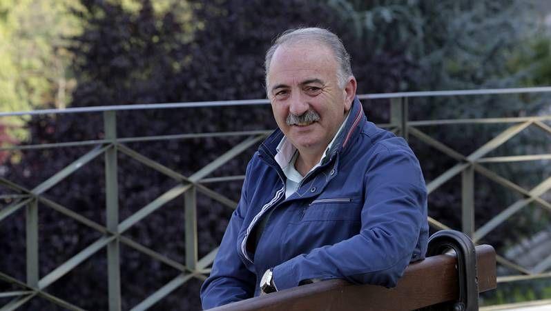<span lang= es-es >«Ourense, destino de golf»</span>. En el 2004 se presentaba la iniciativa encaminada a potenciar el golf como reclamo turístico. En el acto se contó con la presencia de Roddy Carr, segundo por la derecha, prestigioso golfista irlandés dedicado ahora a la promoción de proyectos por todo el mundo.