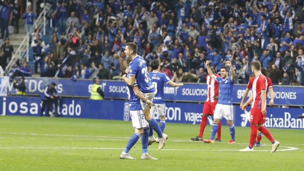 Javi Hernandez Mossa Diegui Johannesson Folch Real Oviedo Sporting derbi Carlos Tartiere.Javi Hernández y Mossa celebran la victoria frente al Sporting