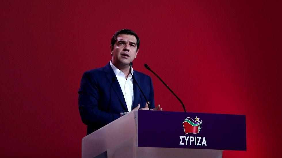 Emilio León interviene durante la presentación de Podemos en la biblioteca del Fontán en enero de 2014.Panos Kammenos, con Alexis Tsipras.