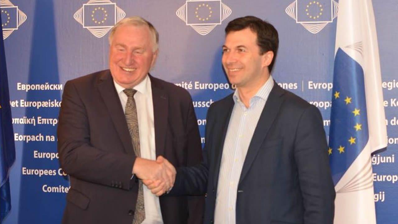 «A sociedade galega nos pide cambio» Gonzalo Caballero.Gonzalo Caballero, ayer, con el presidente del Comité de las Regiones, Karl-Heinz Lambertz