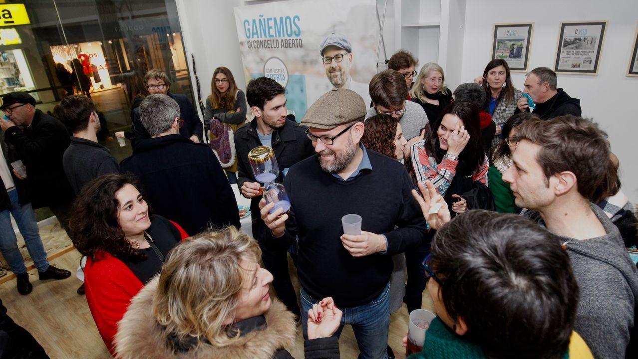 Inauguración del local de Compostela Aberta, esta semana en Santiago, evidenciando el divorcio con En Marea, organización con la que compartían espacio físico en la capital gallega.