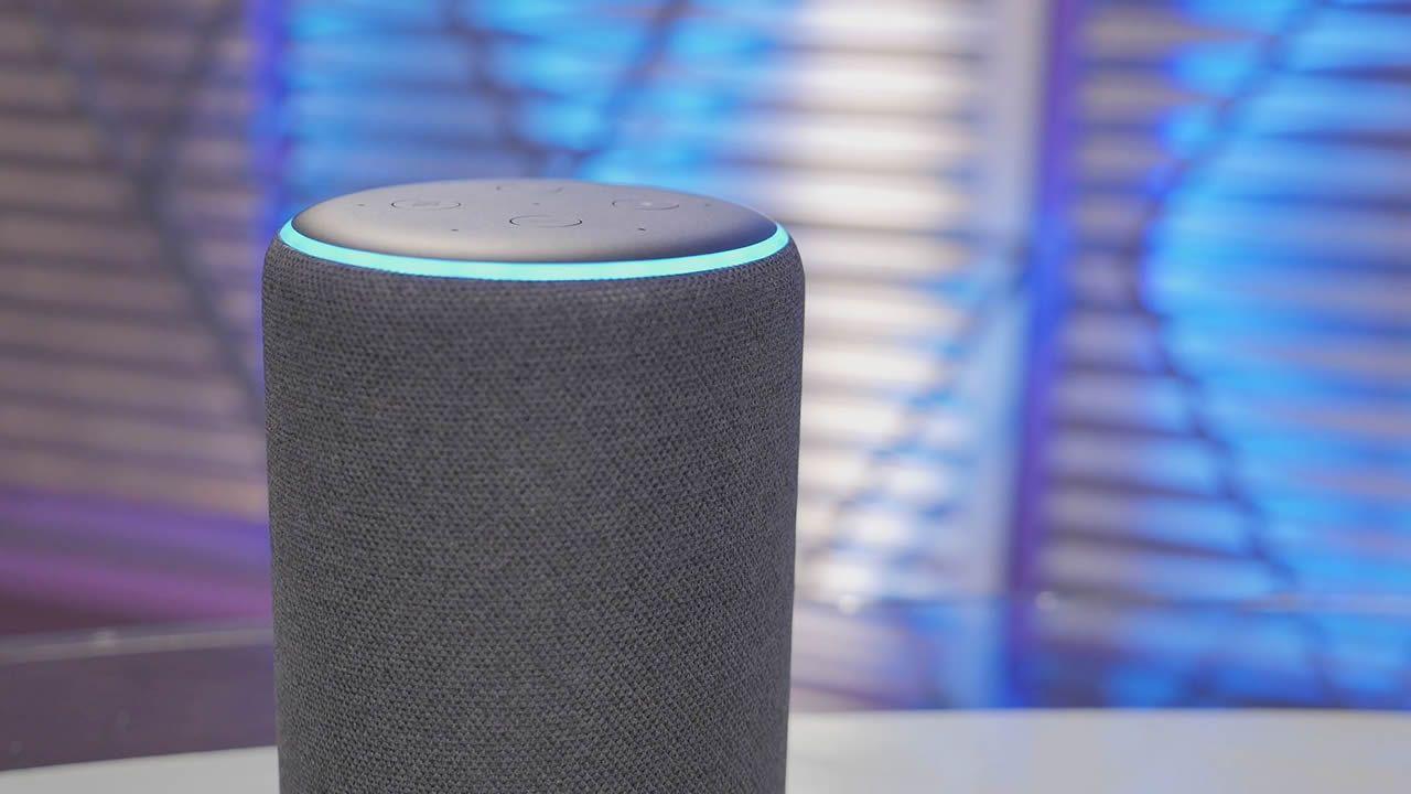 Aquí tienes a Alexa en acción ¿Quieres escucharla?.Portada del disco «Un paso más», de Edu Vega