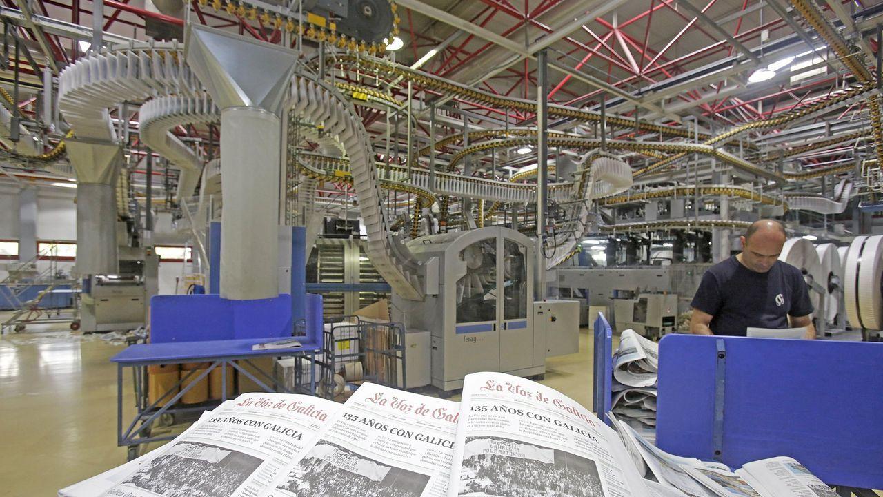 Tres alumnos de Primaria corrigen faltas ortográficas de carteles de Ourense.El libro de estilo contribuye a la unidad y calidad de una obra colectiva como el periódico