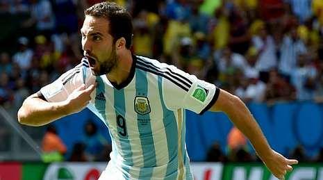 .Gonzalo Higuaín, en plena celebración de un gol que le convirtió en el nuevo héroe del Mundial para los argentinos.