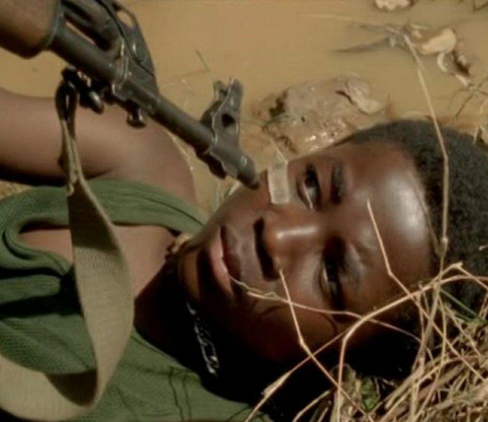 Niñas supuestamente secuestradas por Boko Haram.La historia se desarrolla en Sierra Leona, tras la guerra civil.
