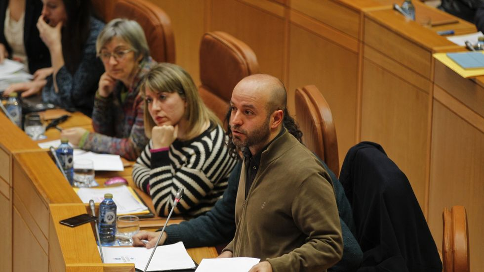 Pablo Iglesias, entre los diputados  Luca Chao y Luís Villares, en un mitin de En Marea celebrado en A Coruña