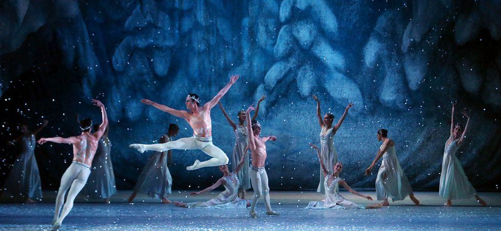 Rusia celebra el Día de la Victoria.Desde su estreno a finales del siglo XIX, El cascanueces ha tenido numerosas versiones.<span lang= es-es > efE</span>.