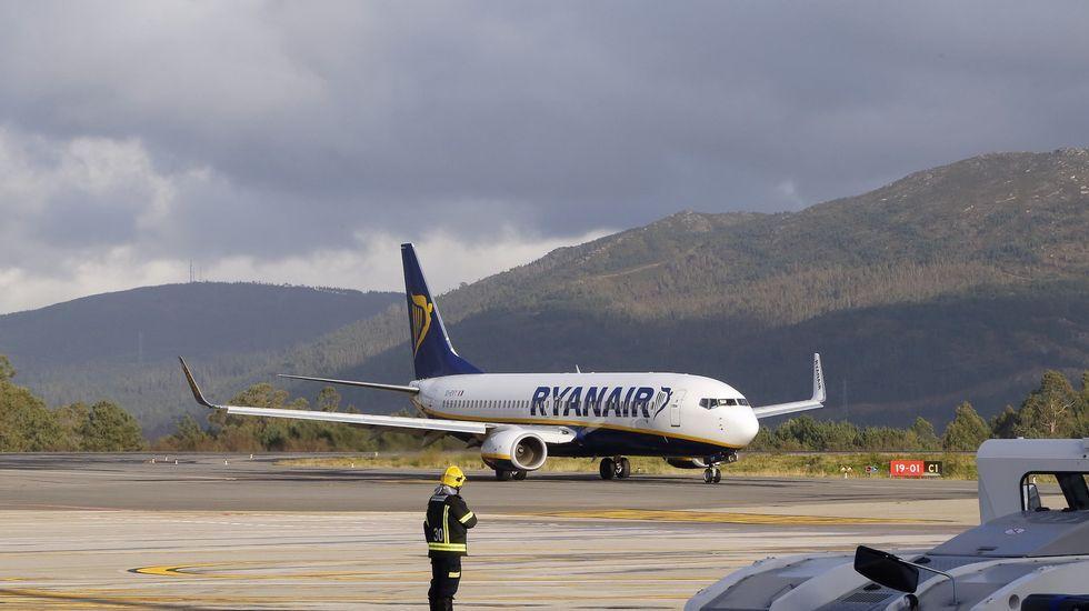 .Avión de Ryanair en Peinador