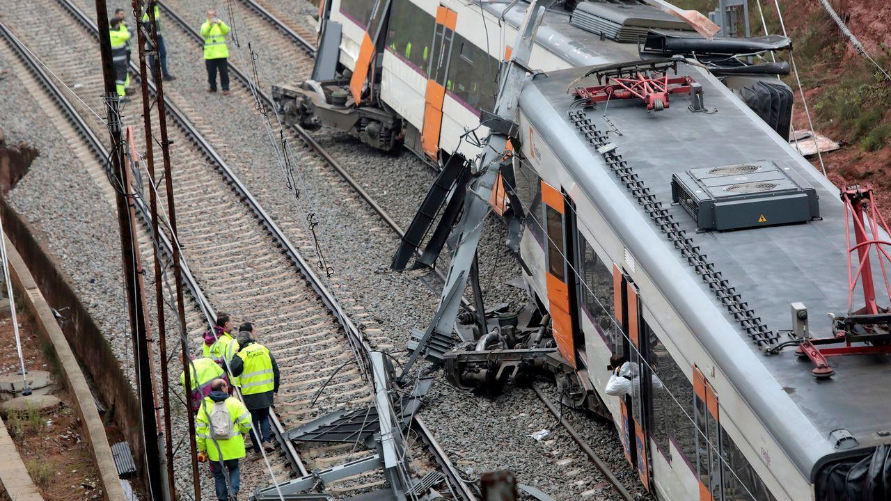 Un muerto y seis heridos tras descarrilar un tren entre Terrassa y Manresa.Jugadores del Real Oviedo en El Requexón