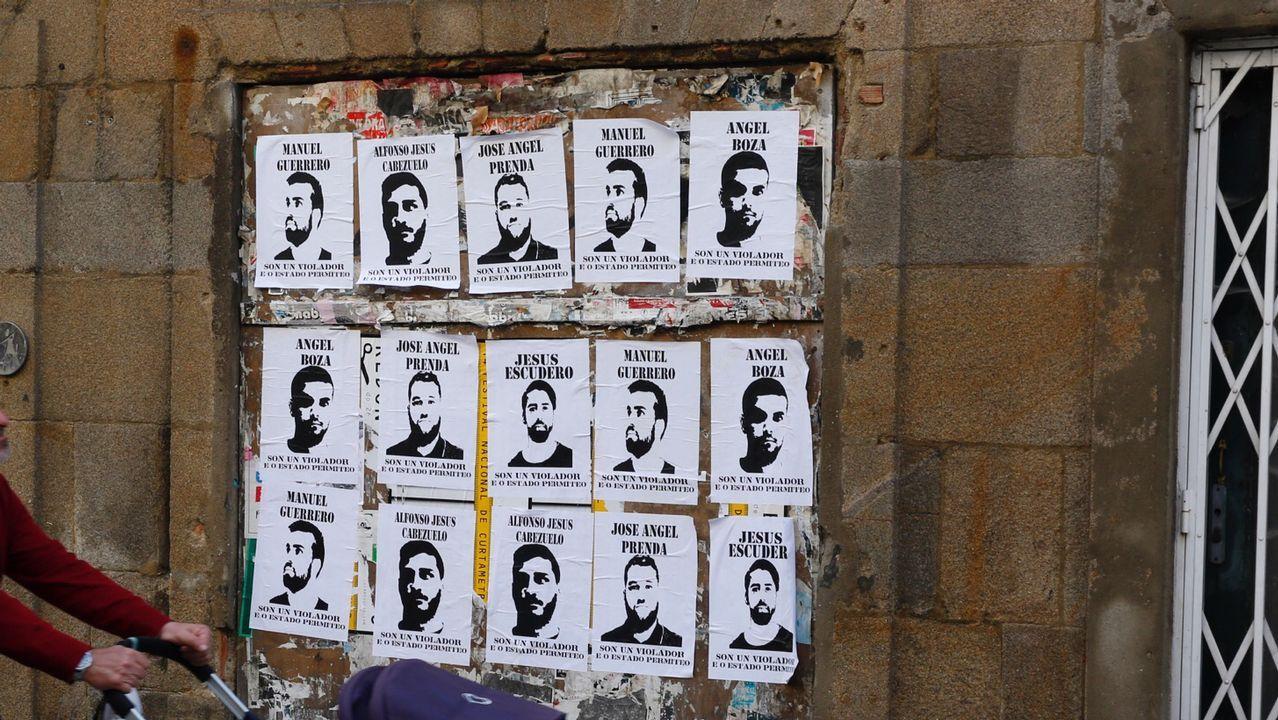 .Carteles de La Manada en Pontevedra
