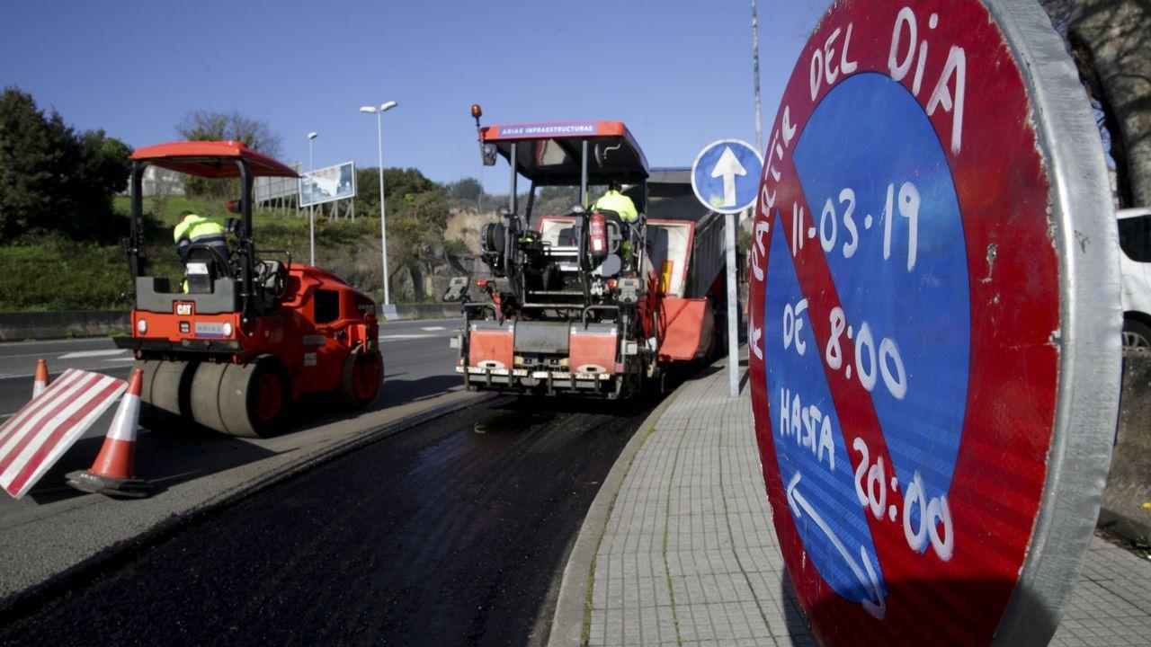Las obras del carril bici en la avenida de A Pasaxe, en imágenes