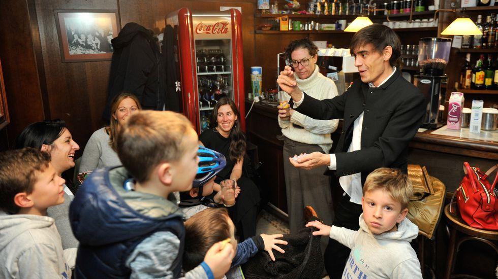 Las creaciones de «Paiosaco sabe a tapas».Los ganadores de la edición de 2017 del Campeonato de Pinchos de Gijón