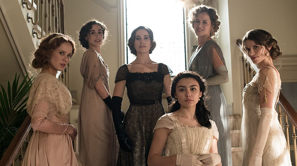 Los actores protagonistas de «Acacias 38»: Roger Berruezo (2d) Sheila Fariña (c) Sara Miguel (3i) David Muro (2i) Cristina Abad (3d) jaime Olias (i) y Iago García (d)