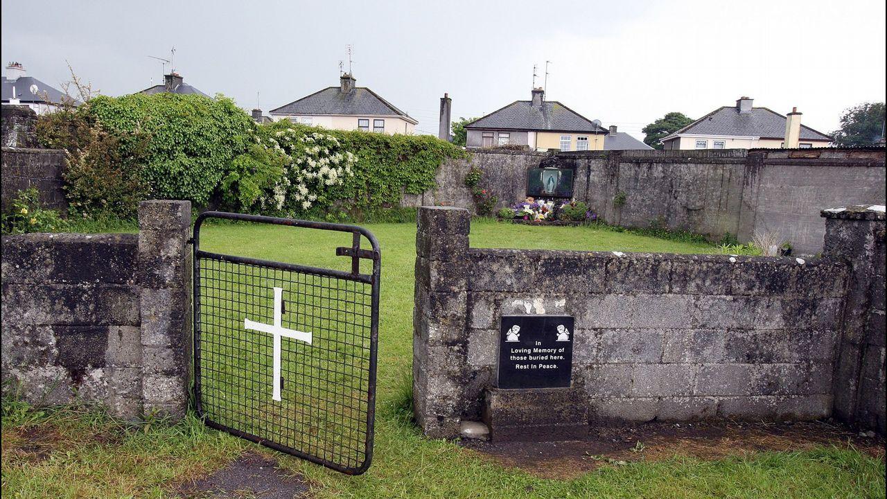 Santuario erigido en memoria de los bebés encontrados en una fosa común de Tuam