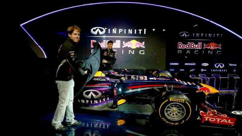Fernando Alonso arranca su pretemporada en Montmeló.Vettel y Alonso bromean durante la rueda de prensa.