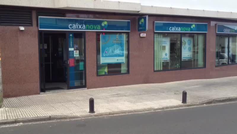 Revientan un cajero de Novagalicia Banco en Cambados.Un año más, los mejores sumilleres de Galicia ensalzaron la calidad de los Rías Baixas.