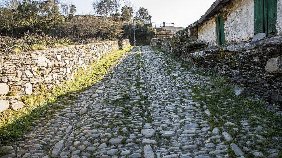 Pavimento del puente de Barxa de Lor, de origen romano y ampliamente reformado en el siglo XVI