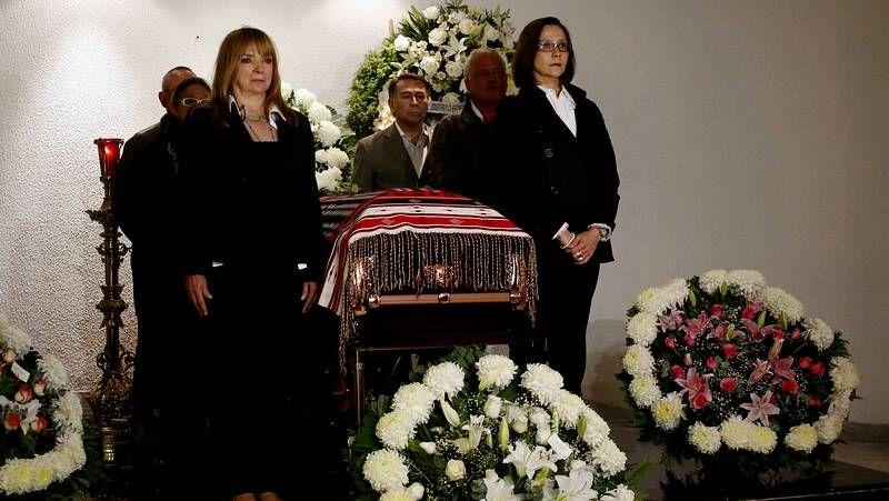 Mariachis para despedir a la Chamana.Elena Poniatowska, ayer en la Biblioteca Nacional, en Madrid, adonde llegó para recoger el Cervantes.