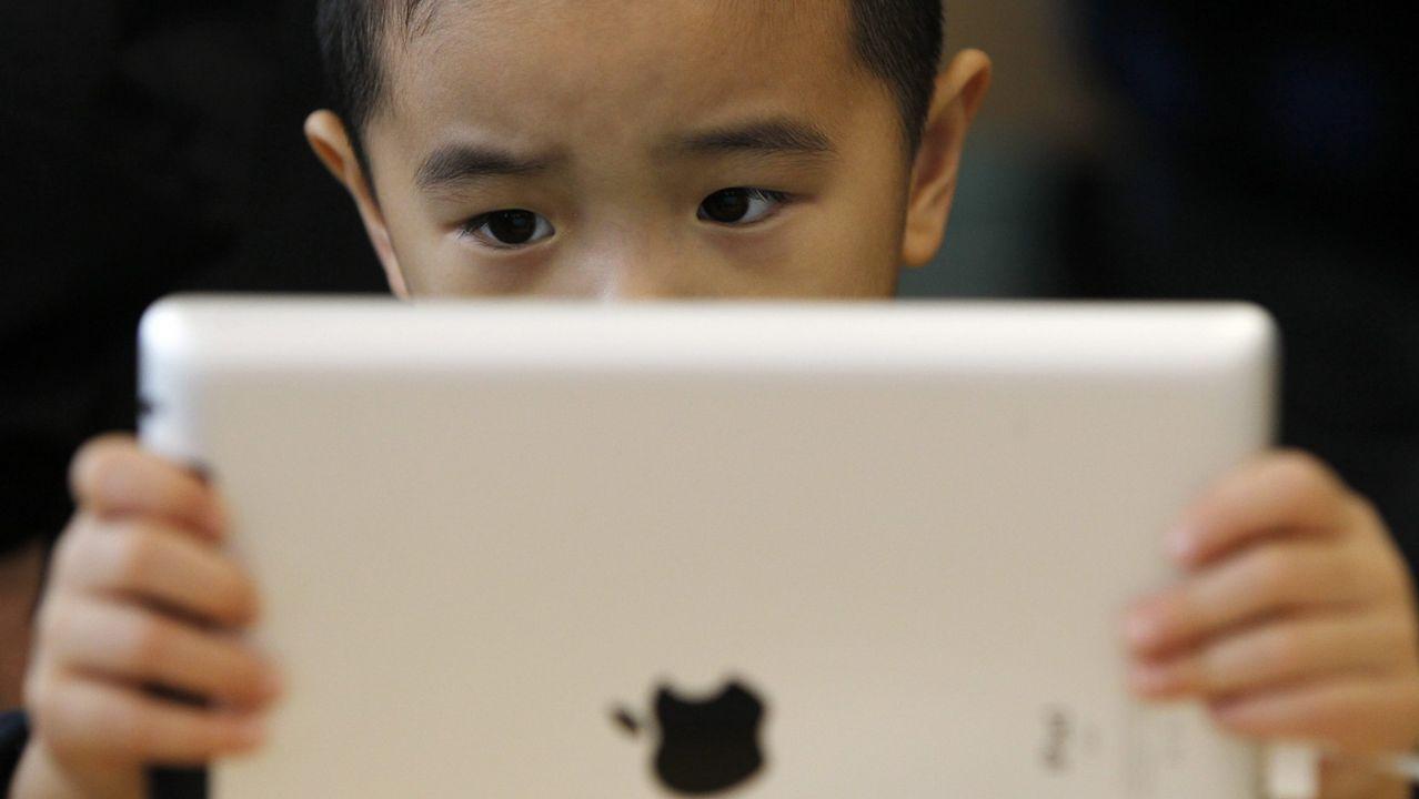La puesta a la venta del nuevo dispositivo de Apple, el iPhone X, ha provocado colas y ha generado gran expectación en los 55 países donde se ha lanzado