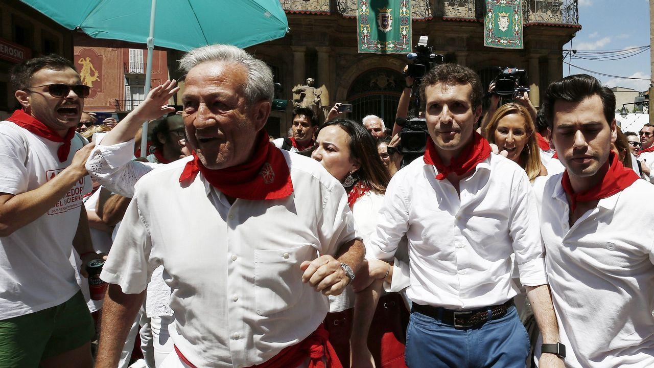 Los famosos que pasan sus vacaciones en Asturias.Pablo Casado fue abucheado en Pamplona, adonde acudió para promocionar su candidatura. Al advertir su presencia, muchos de los congregados en la zona comenzaron a gritar «fuera» y «libertad para los de Alsasua» y se registraron momentos de gran tensión