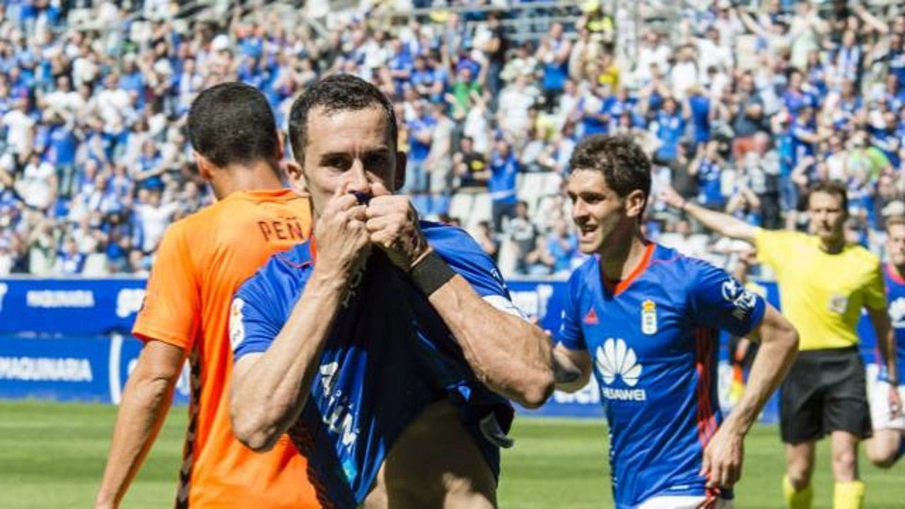Gol Linares Real Oviedo Lorca Carlos Tartiere.Linares celebra su primer gol frente al Lorca