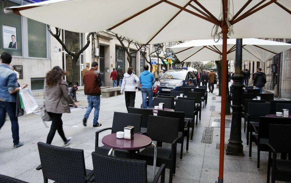 .La capital -en la imagen la rúa do Paseo- concentra casi la mitad de las nuevas empresas.