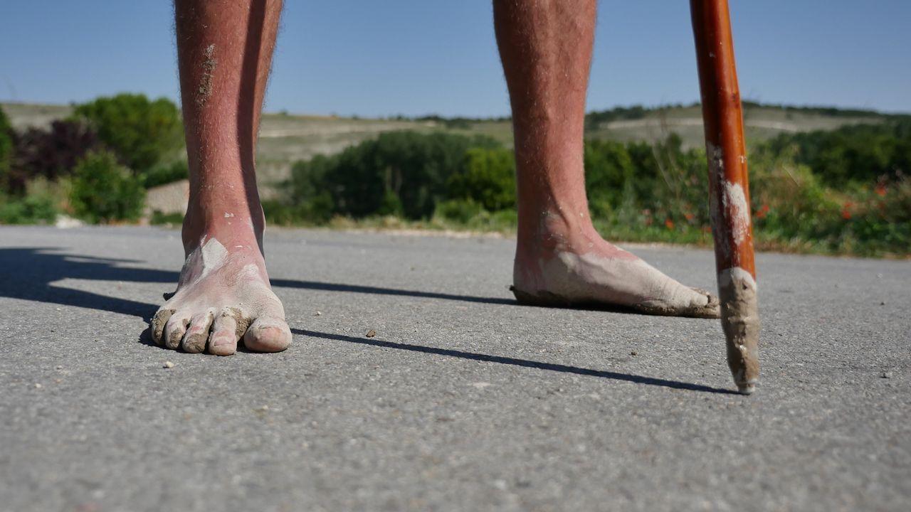 Los pies del primer descalzo con el que nos cruzamos. Gildas Nicot, de la Bretaña francesa