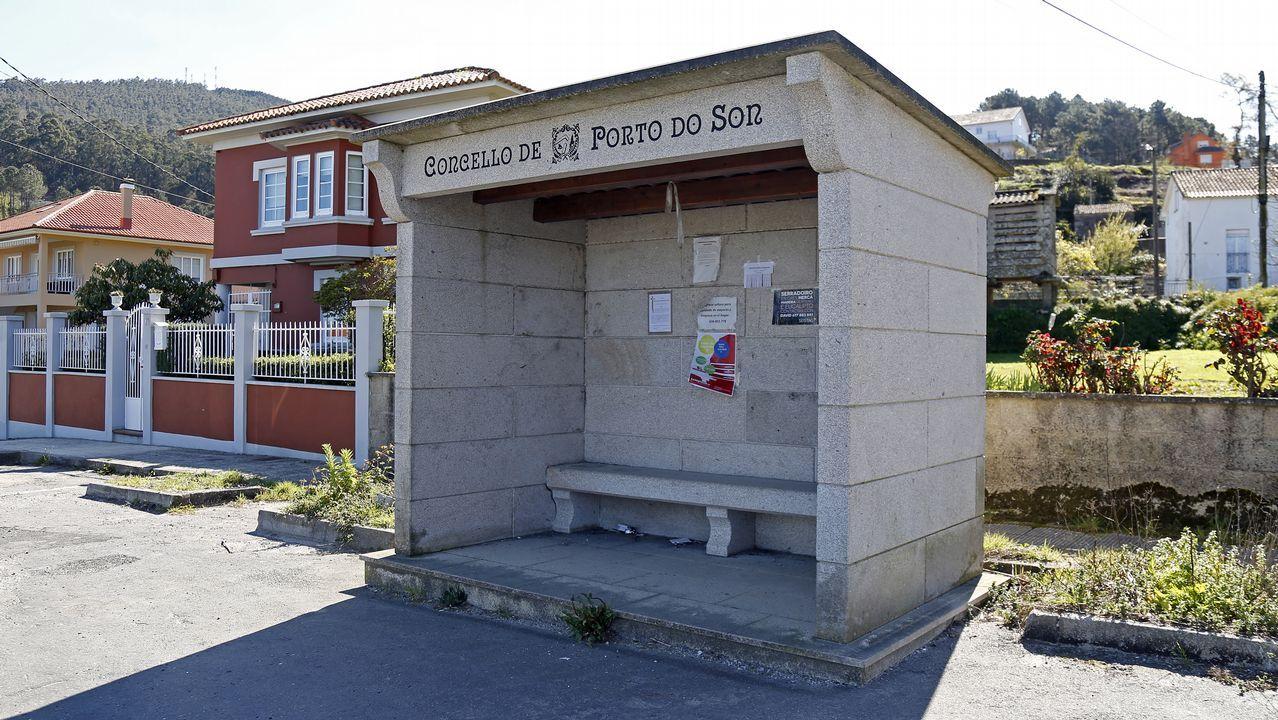En Porto do Son se toman muy en serio la durabilidad de las marquesinas y optan por la piedra para su construcción