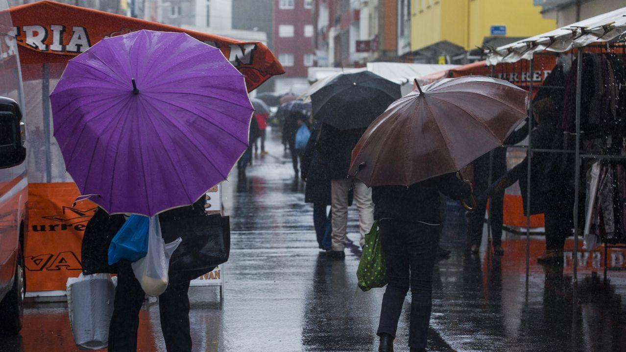 El mercado semanal de Vimianzo, mas vacío que de costumbre debido a las fuertes lluvias