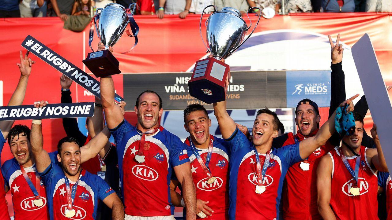 El equipo chileno celebra la victoria del Rugby Seven 2019 tras la final ante Uruguay, en Viña del Mar (Chile