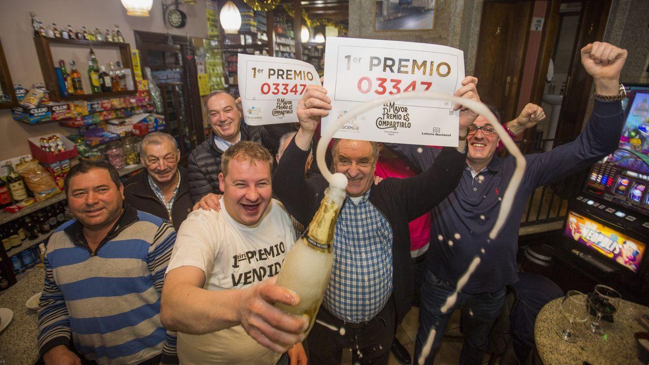 La suerte salpica ligeramente la Costa da Morte: ¡mira este álbum!.Administración de Lotería en Gijón