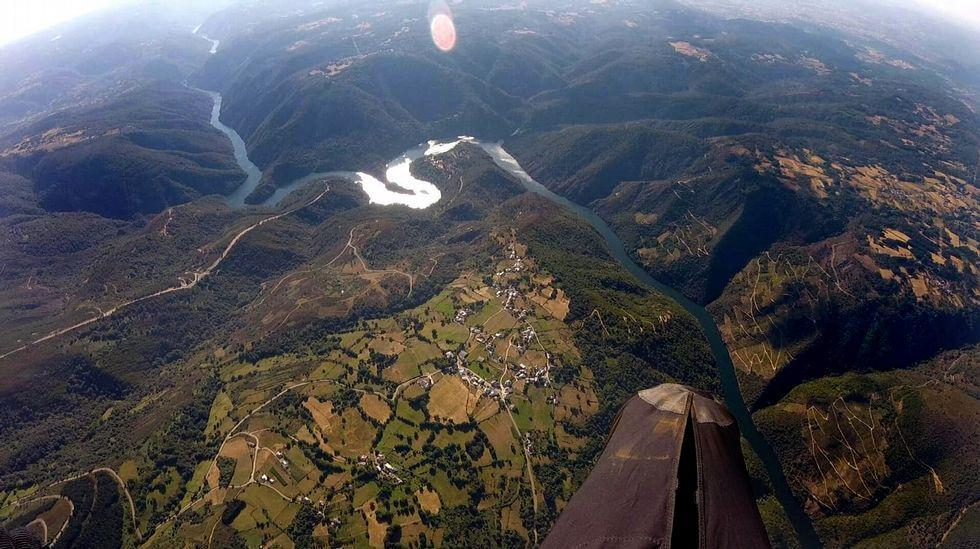 El cañón del Sil entra en el circuito gallego de los vuelos en parapente